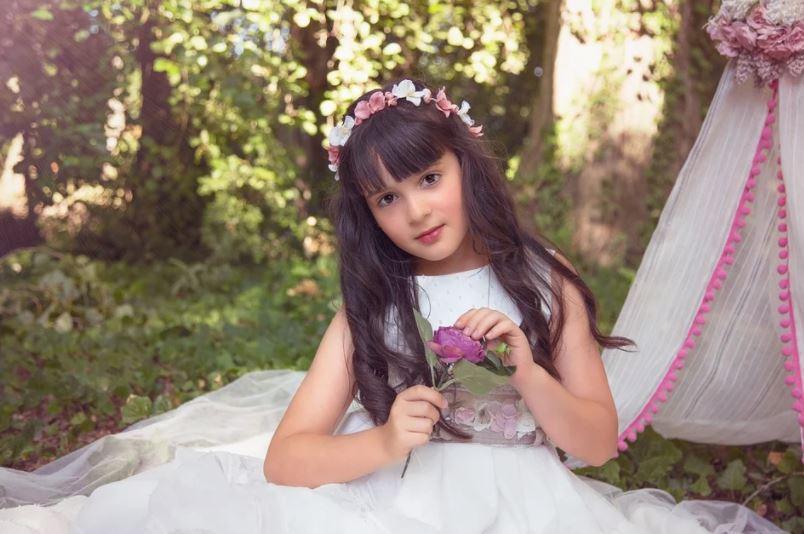 holčička na zahradě