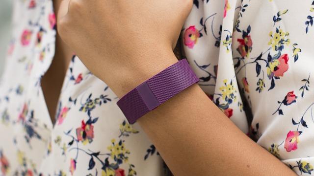 fialový náramek