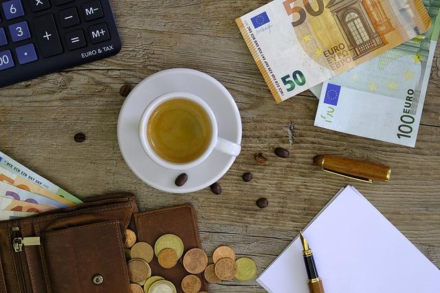 peníze u čaje