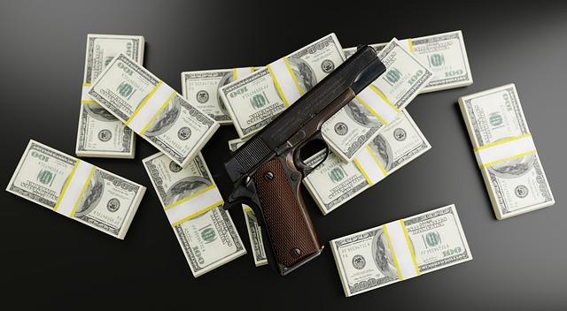 pistole na penězích