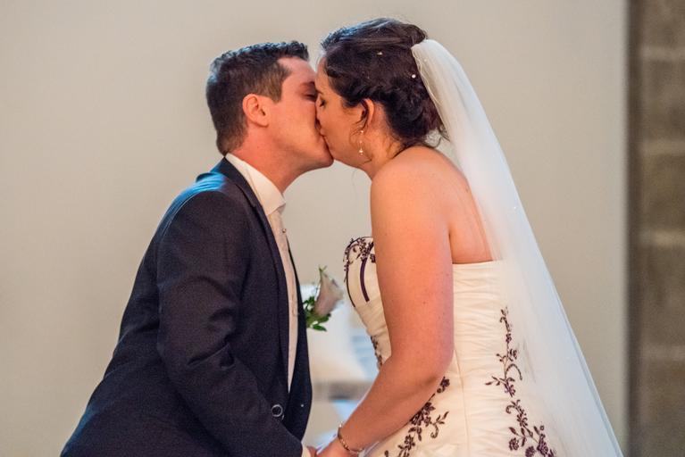 svatba - polibek