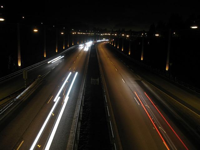 večerní dálniční provoz
